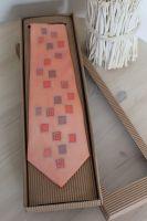 Hedvábná malovaná kravata - Po stopě