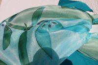 Hedvábná šála - Šlépěje v borůvkách Batitex - modní trička, mikiny, šátky, šály, kravaty