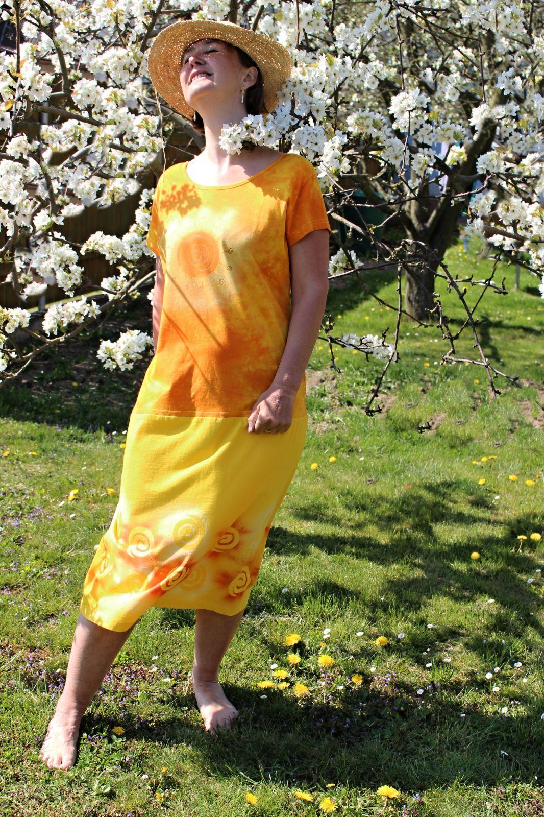 Malované batikované šáty - Lážo plážo, z autorské dílny z Olomouce Batitex - malovaná, batikovaná trička, šaty, mikiny, šátky, šály, kravaty