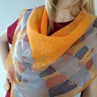 Hedvábný malovaný šátek - Karamel se skořicí