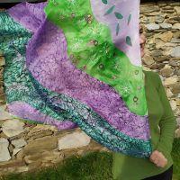 Hedvábný malovaný šátek - Na planetě Louka