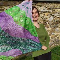 Hedvábný malovaný šátek - Na planetě Louka Batitex - malovaná, batikovaná trička, šaty, mikiny, šátky, šály, kravaty
